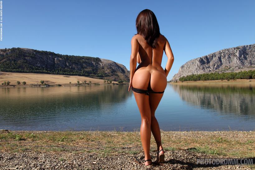 Голая красавица большая попа фото