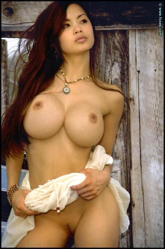 японки голые с большой грудью фото