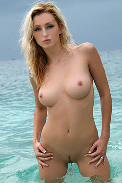Dominika Posing Naked On The Beach