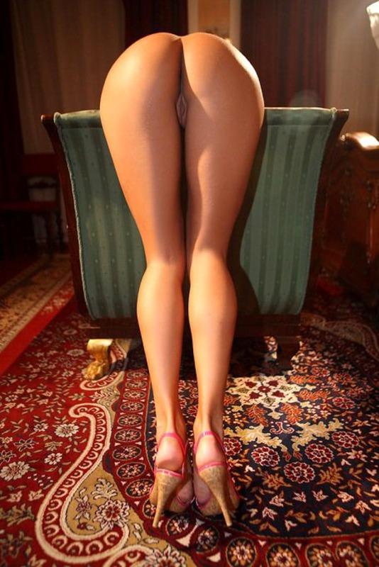 Фото женские голые ножки